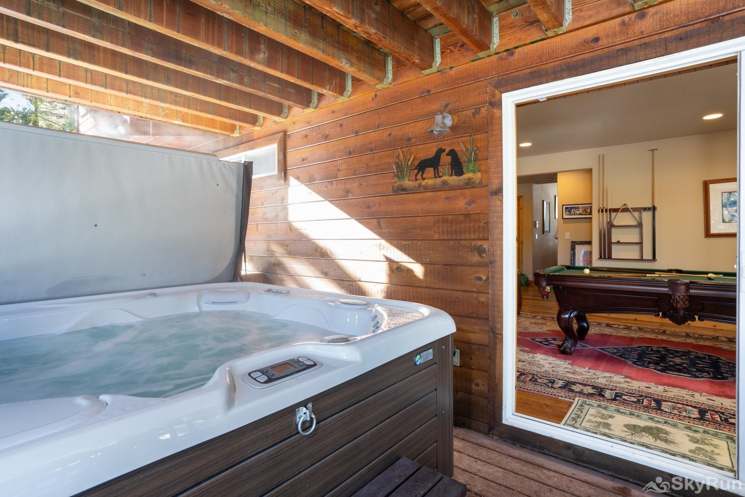 Talmont Ridge Retreat Hot Tub (lower level) - alt view