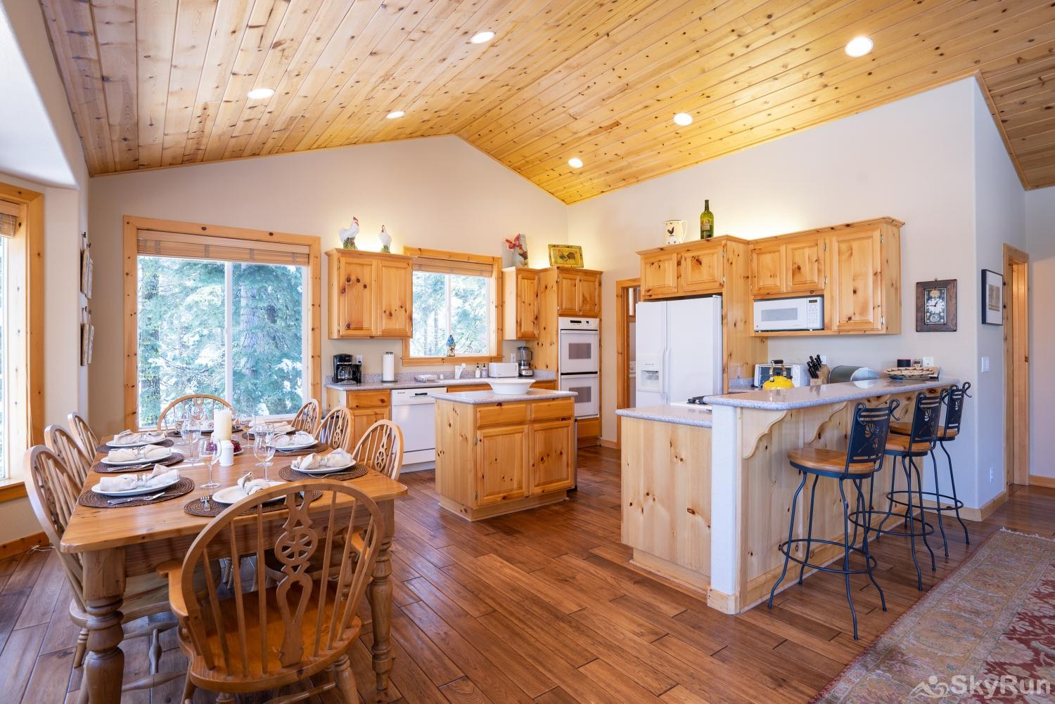 Talmont Ridge Retreat Kitchen/Dining Area (upper level)